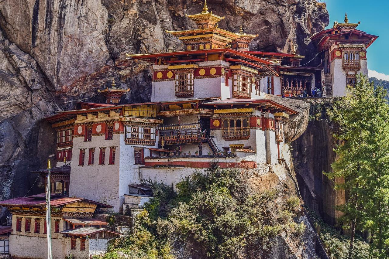 Monastério no Butão - Rota da Seda Viagens e Turismo